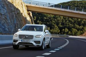 1000611_158091_The_new_Volvo_XC90_T8_Twin_Engine_petrol_plug_in_hybrid_driven_in_Tarragona