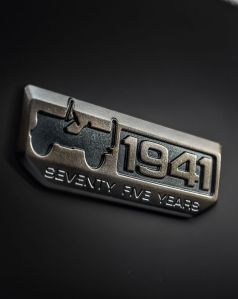 160224_jeep_badge_75th_anniversary_01